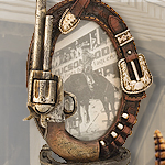 "Old West Cowboy themed 4""x 6"" Oval cast resin Picture Frame"